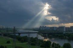 Puesta del sol colorida en Moscú fotos de archivo