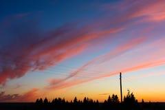 Puesta del sol colorida en una tarde del verano Fotos de archivo libres de regalías