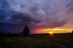 Puesta del sol colorida, maravillosa, hermosa del otoño Imagen de archivo