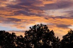 Puesta del sol colorida romántica Fotos de archivo