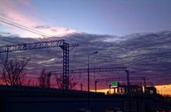 Puesta del sol colorida sobre el ferrocarril en otoño Imagen de archivo