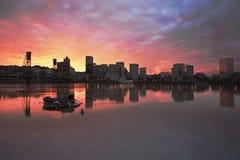 Puesta del sol colorida sobre la costa céntrica de Portland Imagen de archivo