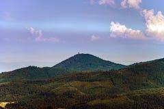 Puesta del sol colorida sobre las colinas en Alsacia Imagenes de archivo