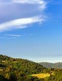 Puesta del sol colorida sobre las colinas en Alsacia Imagen de archivo
