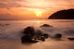 Puesta del sol colorida tropical. Tailandia imagenes de archivo