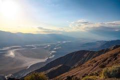 Puesta del sol colorida vista de la opinión de Dantes, Death Valley, Nevada fotos de archivo