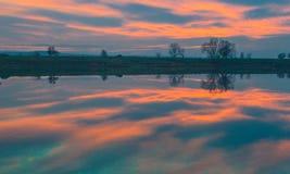 Puesta del sol colorida y de la belleza Foto de archivo libre de regalías