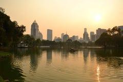 Puesta del sol con contraste en Bangkok, Tailandia imágenes de archivo libres de regalías