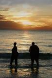 Puesta del sol con el amigo Foto de archivo libre de regalías