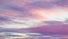 Puesta del sol con el cielo colorido Fotos de archivo