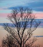 Puesta del sol con el cielo colorido Foto de archivo