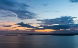 Puesta del sol con el cielo hermoso fotografía de archivo libre de regalías