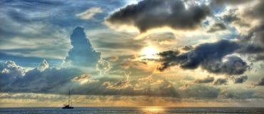 Puesta del sol con el yate Fotografía de archivo libre de regalías