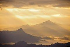 Puesta del sol con la montaña Imágenes de archivo libres de regalías