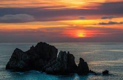 Puesta del sol con la roca Fotos de archivo libres de regalías