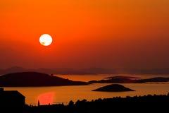 Puesta del sol con las islas Fotos de archivo libres de regalías