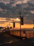Puesta del sol con las lámparas de calle Imagen de archivo