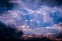 Puesta del sol con las nubes agraciadas Fotografía de archivo