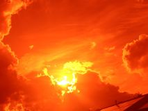 puesta del sol con las nubes en la noche foto de archivo libre de regalías