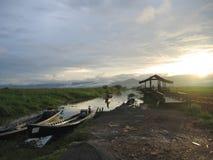 Puesta del sol con los barcos Fotografía de archivo libre de regalías