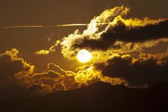 Puesta del sol con los coulds Imágenes de archivo libres de regalías