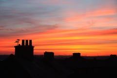 Puesta del sol con los potes de chimenea Foto de archivo
