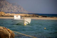 Puesta del sol con un barco Imagenes de archivo