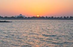 Puesta del sol de Abu Dhabi Imagen de archivo libre de regalías