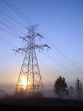 Puesta del sol de alto voltaje de la torre Fotografía de archivo libre de regalías