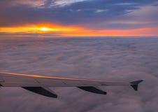 Puesta del sol de aviones Imágenes de archivo libres de regalías