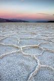 Puesta del sol de Badwater, Death Valley Foto de archivo