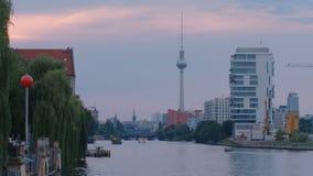 Puesta del sol de Berlin River Cityscape Impression At almacen de video
