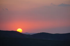 Puesta del sol de China Xinjiang Changji Hui Autonomous Prefecture Qitai River Bulak Imagen de archivo