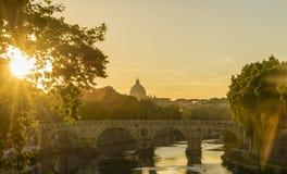 Puesta del sol de Colorfull en Roma Fotos de archivo libres de regalías
