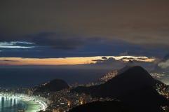 Puesta del sol de Copacabana foto de archivo libre de regalías