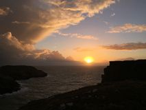 Puesta del sol de Cornualles con el azul Fotos de archivo libres de regalías