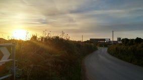 Puesta del sol de Dorset, y camino rural Foto de archivo