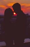 Puesta del sol de dos personas Fotografía de archivo