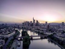 Puesta del sol de Francfort, Alemania Imágenes de archivo libres de regalías