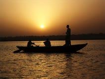 Puesta del sol de Ganges fotos de archivo
