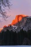 Puesta del sol de Halfdome del parque de Yosemite Fotos de archivo libres de regalías