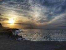 Puesta del sol de HDR en el mar fotos de archivo