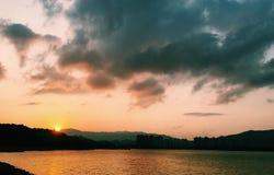 Puesta del sol de la bahía Fotografía de archivo libre de regalías