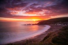 Puesta del sol de la bahía de Challaborough Fotografía de archivo libre de regalías