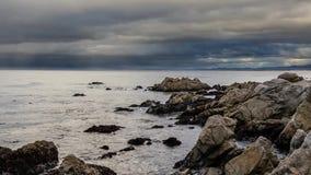 Puesta del sol de la bahía de Monterey almacen de metraje de vídeo