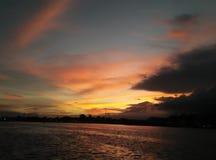 Puesta del sol de la belleza en Sulawesi - Indonesia Imagen de archivo