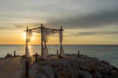 Puesta del sol de la boda en la playa foto de archivo libre de regalías