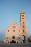 Puesta del sol de la catedral de Trani, Apulia, Italia imagenes de archivo