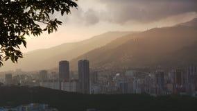Puesta del sol de la ciudad de Caracas, Venezuela foto de archivo