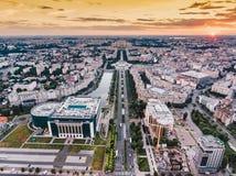 Puesta del sol de la ciudad de Bucarest, Rumania, Europa fotos de archivo libres de regalías